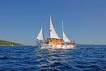 Kreuzfahrten mit der Mirabela ab Hafen Trogir  -  Kroatien  Der Motorsegler: