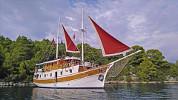 Kreuzfahrten mit der Jerkic ab Hafen Trogir  -  Kroatien  Der Motorsegler: